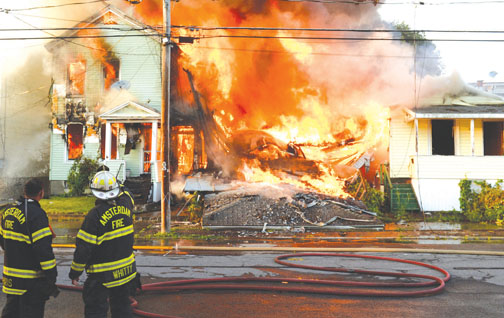 Amsterdam 6-Alarmer Destroys 3 Homes