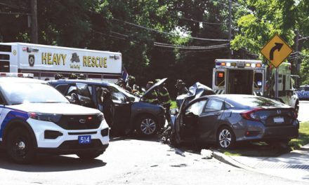 2 Injured in Hagerman MVA