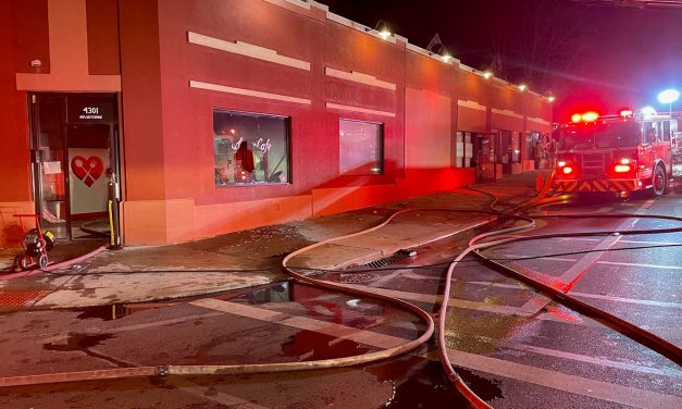 CINCINNATI (OH) FIREFIGHTERS TACKLE RESTAURANT FIRE