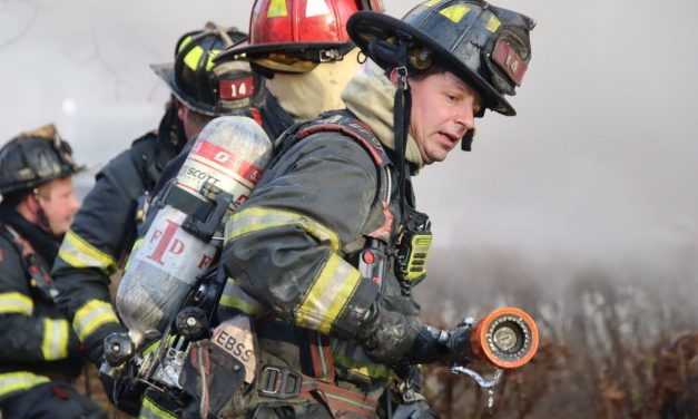 INDIANAPOLIS (IN) FIREFIGHTERS BATTLE HEAVY FIRE ON CHRISTMAS DAY