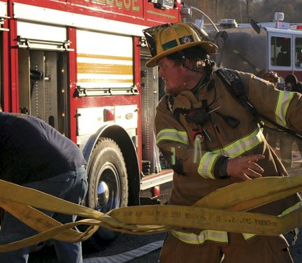 SCOTTSDALE FIREFIGHTER DEPLOYS ATTACK LINE AT COMMERICAL STRUCTURE FIRE