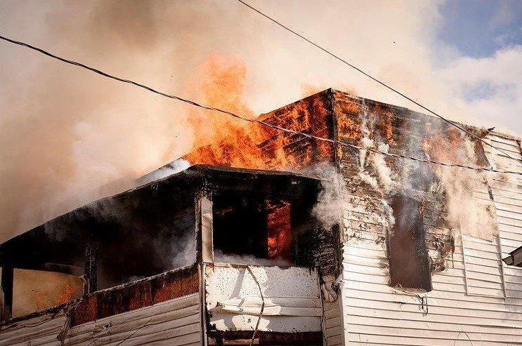 HUNTINGTON (WV) FIREFIGHTERS BATTLE A WORKING FIRE IN FRIGID WEATHER CONDITIONS