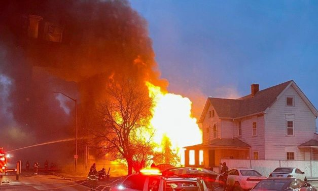 INDIANAPOLIS FIREFIGHTERS BATTLE BLAZE AT VACANT STRUCTURE IN FRIGID TEMPERATURES