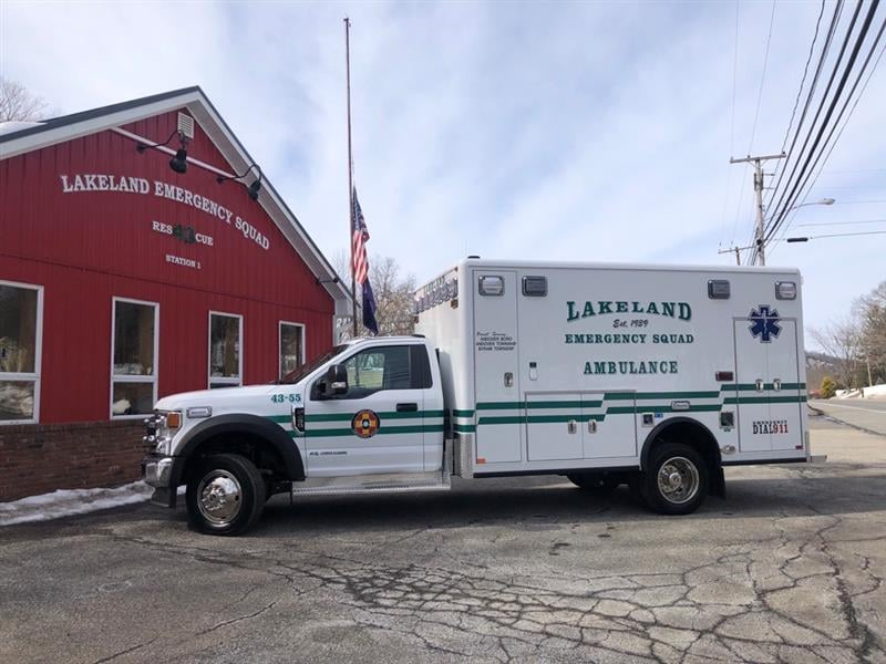 LAKELAND EMERGENCY SQUAD (NJ) TAKES DELIVERY OF FORD 4X4 F-SERIES REMOUNT