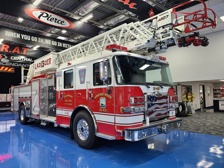 PIERMONT FIRE DEPARTMENT (NY) TAKES DELIVERY OF THEIR NEW PIERCE ASCENDANT LADDER