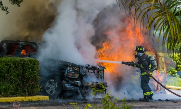 ST. PETERSBURG (FL) FIREFIGHTERS EXTINGUISH MULTIPLE VEHICLES BURNING