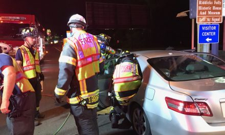 FIREFIGTERS WORK TWO VEHICLE CRASH WITH ENTRAPMENT IN SUFFOLK (VA)